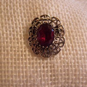 Sarah Coventry Gold Tone Filigree Red Stone Brooch